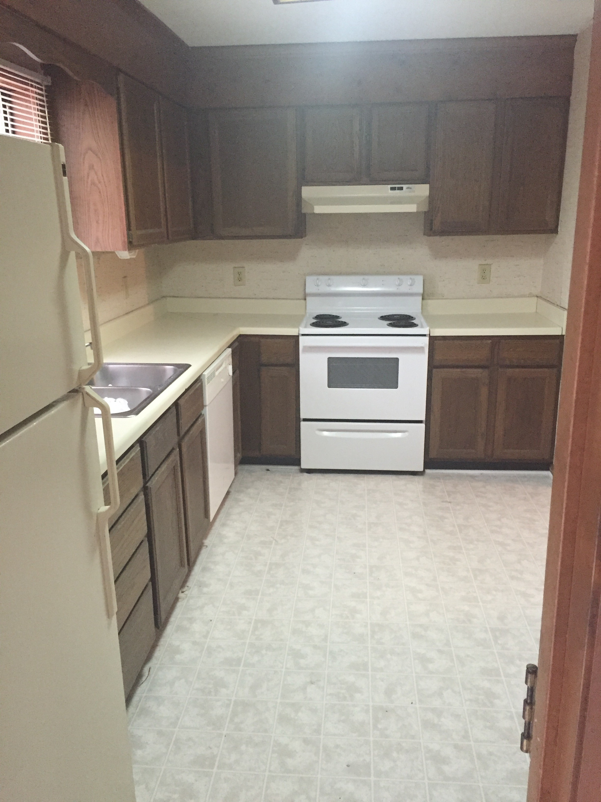Large kitchen wit lots of counter space and storage